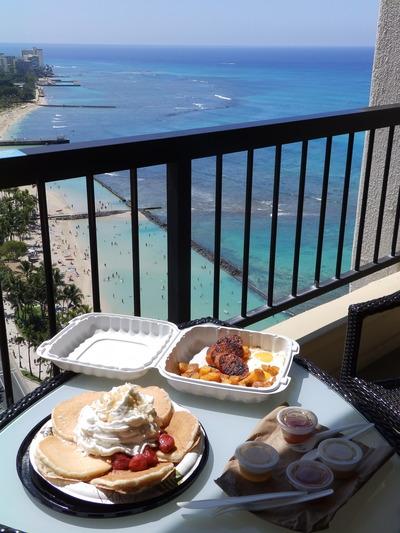 ハイアットベランダで朝食