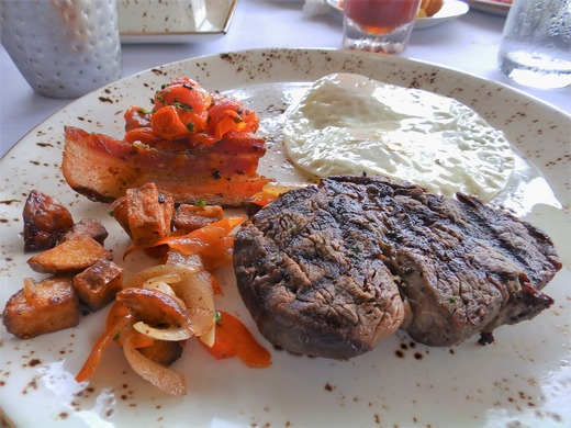 タシグリル ステーキも
