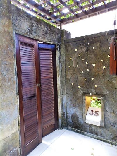 ヴィラ35号室入り口