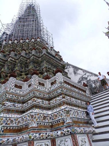 暁の寺院で