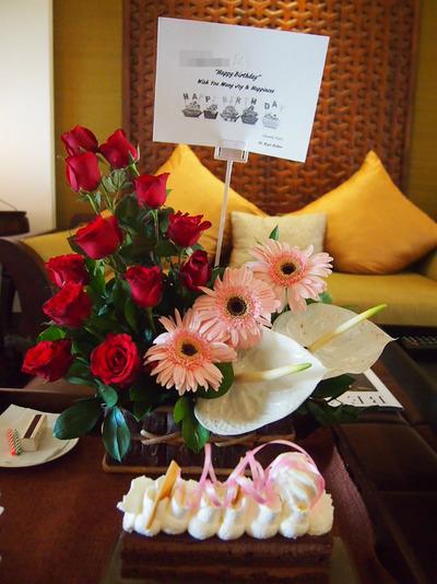 バースディケーキとお花