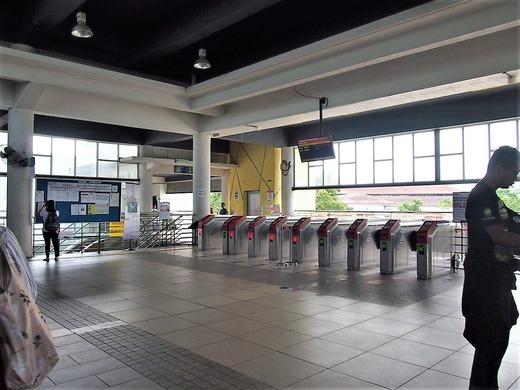 バトゥーケーブ駅