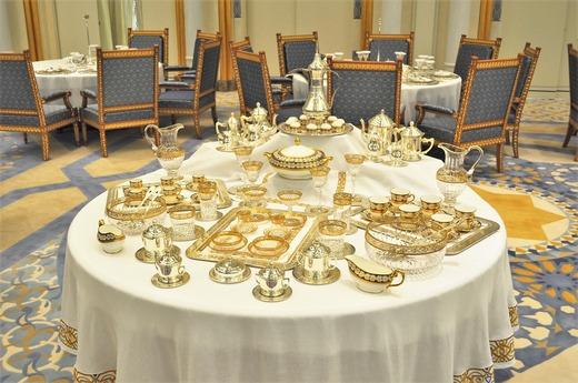黄金の食器