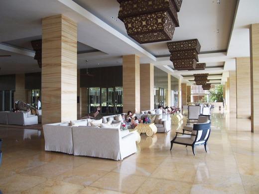 ザ・カフェ前の広々スペース