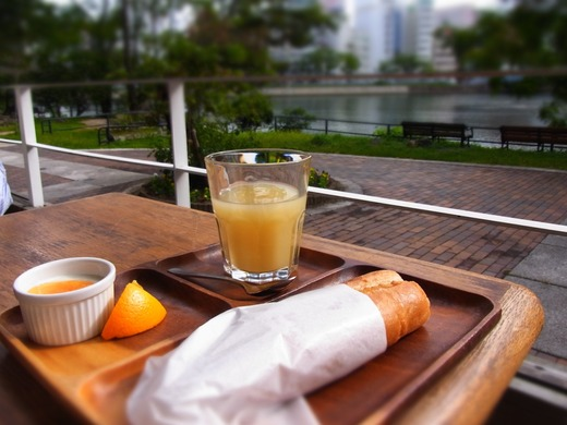 川辺のカフェ 朝食