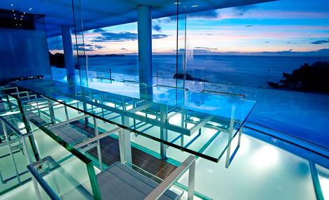 海が見えるガラスのお部屋