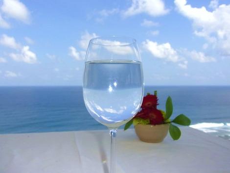 海とグラス