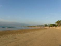 ホテル前の浜辺