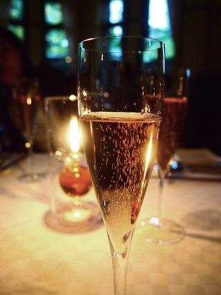 シャンパンでスタート
