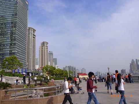 ホテル前の遊歩道
