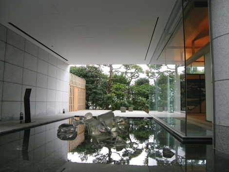 左が大浴場 右が和室