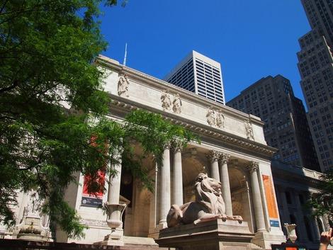 NY市立図書館 正面