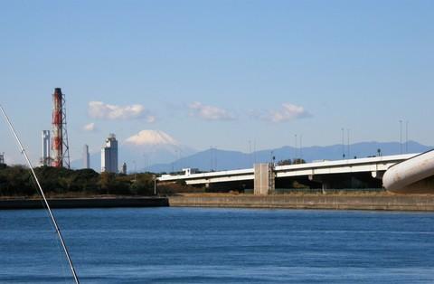 京浜工業地帯と富士山