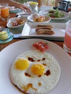 朝食、主人