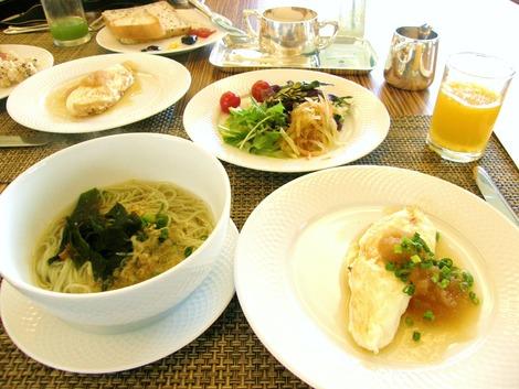 ホワイトオムレツと麺