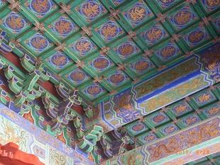 極彩色の天井
