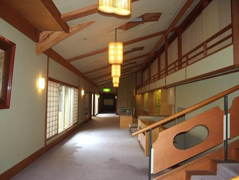 新館とお風呂、本館をつなぐ廊下