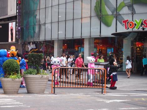 タイムズスクエア 似ていないキティちゃん