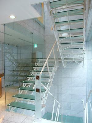 階段を登っていくと。。。