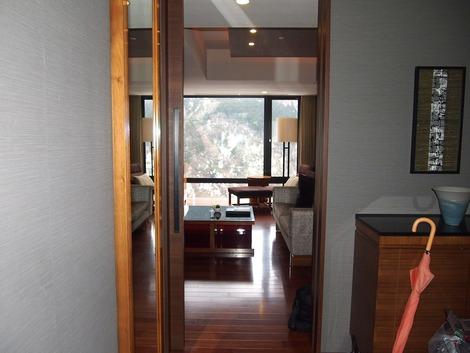 玄関を入って右が居室です。