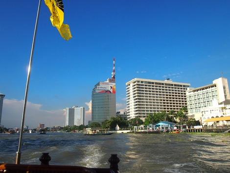 川から見るマンダリンオリエンタルホテル