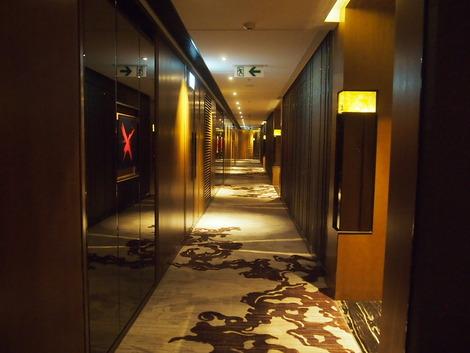 重厚な廊下