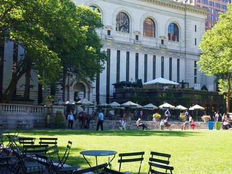 NY市立図書館が見えます