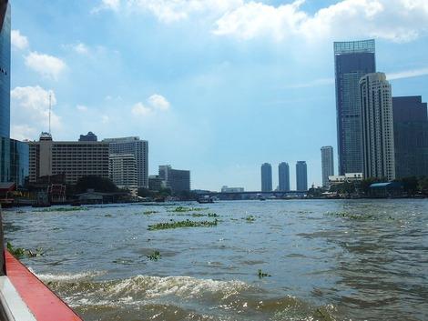 ボートでホテルに帰ります