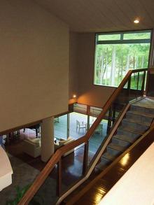 2階に上がりましょう