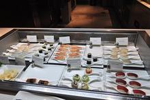 お寿司もあります