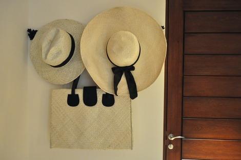帽子とバック
