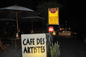 夜のカフェデアーチスト2