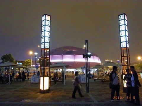 夜の日本館