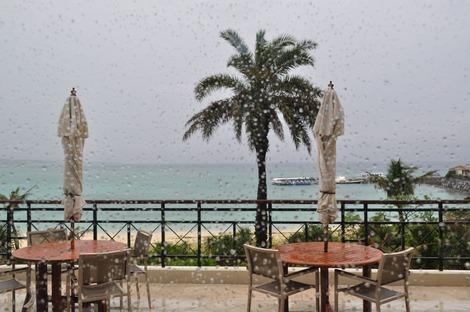 雨のブセナテラス