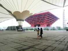 世博軸から見る中国館