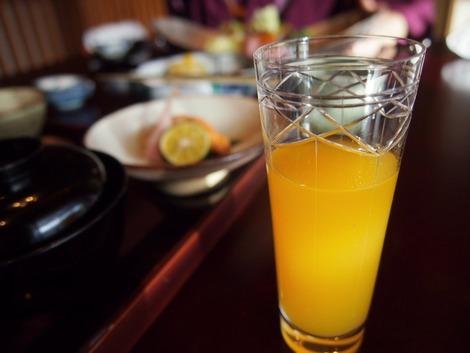 朝食 薄張りグラスで