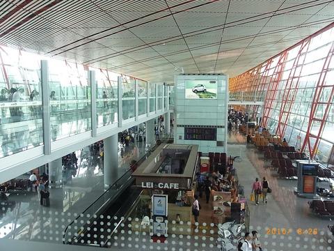 空港はすごく広〜いです。
