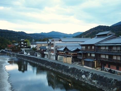 五十鈴川とカフェ