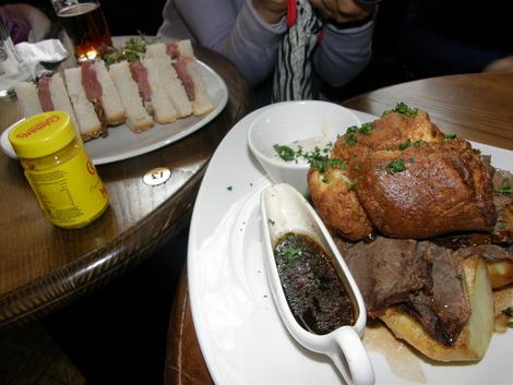 ローストビーフとサンドイッチ