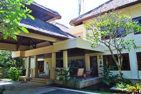 カルマカンダラ ホテル