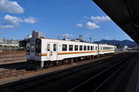 伊勢市駅ホーム