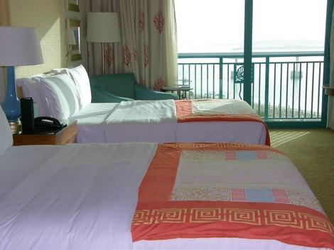 ベッドから海が見えます。