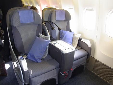 羽田〜パリ線の機体の座席です。