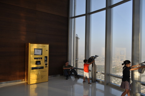ゴールドの自動販売機