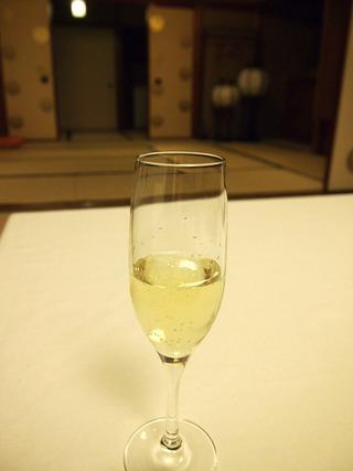 結婚記念日用のシャンパン