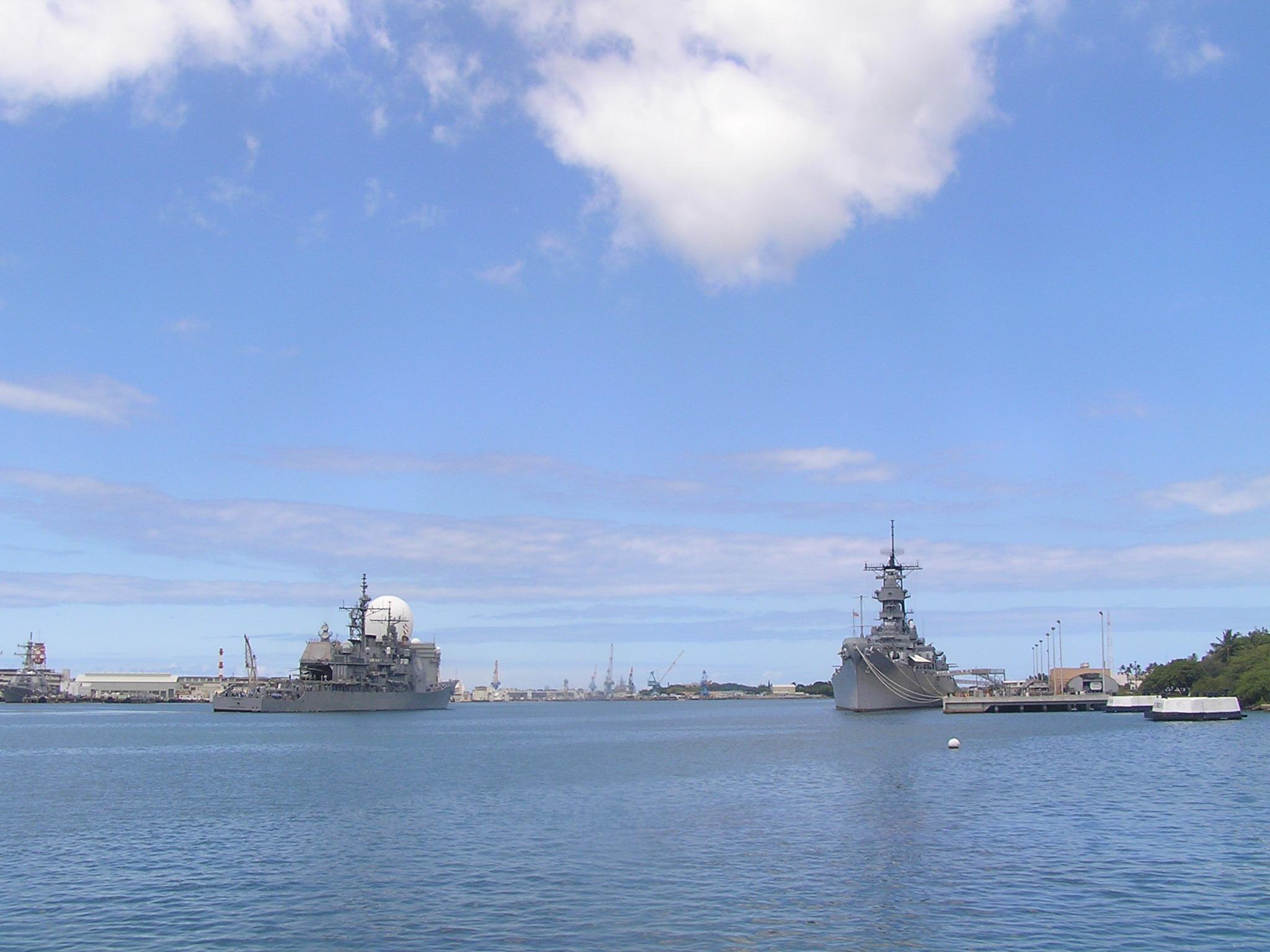 戦艦ミズーリ このミズーリを管理しているのは 民間非営利団体です。 ですので国立で無... ハワ