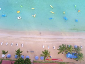 ホテルま正面の海