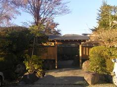別邸への門