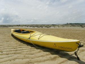 浜辺のカヌー