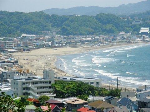 長谷寺の山上から見る海